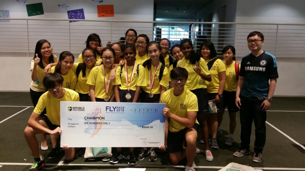 Participants of FLY Race 2016.jpg